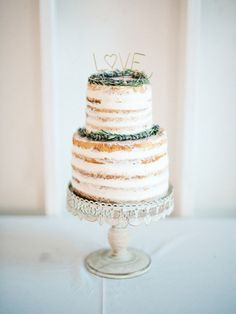 Sweet sugar dusted naked cake: http://www.stylemepretty.com/little-black-book-blog/2016/02/11/intimate-sweet-lombardi-house-summer-wedding/ | Photography: Steve Steinhardt - http://www.stevesteinhardt.com/