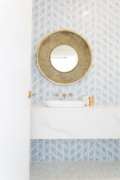 Brass and pale blue bathroom design Gorgeous Bathroom, Interior, Home Decor, House Interior, Bathroom Interior, Bathroom Renovations, Bathroom Renovation Diy, Bathrooms Remodel, Bathroom Decor