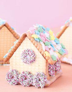 Lebkuchenhaus aus Butterkeksen * ganz einfach und süß * schnell selber machen mit Kindern * viele Ideen für Weihnachten * im Minidrops Blog >>>