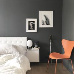 Moody grey bedroom... Have a wonderful evening everyone✨ __________________________________________________ #thursdayinspoo @miennasverden