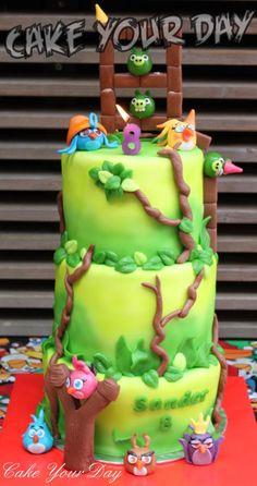 Angry Birds 'Stella Telepods' Cake.