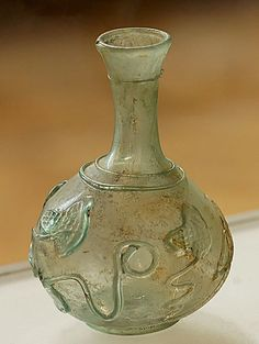 Bottle with ivy leaves decoration. Blown glass, second half of the century century CE. From Saidon, former city of Sidon, Lebanon The Ancient World Antique Bottles, Antique Glass, Bottles And Jars, Glass Bottles, Ancient Art, Ancient History, History Of Glass, Archaeology, Glass Art