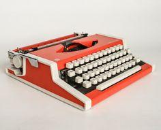 Vintage Typewriter / Olympia / 70s Yugoslavia