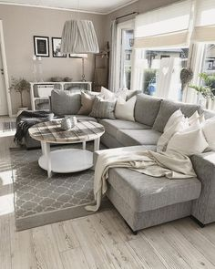 room Insanely Cute Home Decor Ideas decor living room neutral 27 Bright Minimalist Decor Ideas You Will Definitely Want To Keep - Luxury Interior Design Cute Living Room, Living Room Grey, Home And Living, Living Room Furniture, Living Room Decor, Small Living, Muebles Living, Budget Patio, Cute Home Decor