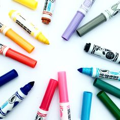 I just love these cute little marker pens by Crayola.   They're called 'pip-squeaks' and they're great for little hands, plus the nibs can't be easily pushed in! Perfect for when little ones are doing 'dotty' art 😋