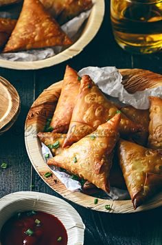 Ever wondered whether a samosa can be of Chinese style? Well, then look out for this gorgeous crisp Chinese Chicken Noodles Samosa, perfect appetiser Appetizer Dishes, Appetizer Recipes, Snack Recipes, Cooking Recipes, Healthy Recipes, Samosas, Indian Food Recipes, Asian Recipes, Chinese Recipes