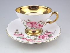 Šálek na kávu * bílý porcelán s malovanými růžovými růžemi, zdobený zlatem ♥