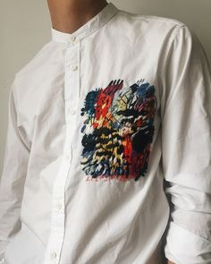 Embroidery On Clothes, Folk Embroidery, Embroidered Clothes, Embroidery Patterns, Fashion Details, Diy Fashion, Ideias Fashion, Fashion Design, Painted Clothes