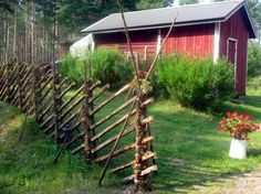 Kuvat 2010 - kesätapahtuma. Riukuaita kruunaa perinnemaiseman - Mäntyranta-Honkala kyläyhdistyksen kuvagalleria Fence Art, Diy Fence, Scandinavian Garden, Small Places, Terrace Garden, Dream Garden, Permaculture, Country Style, Home Projects