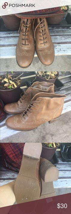 Gorgeous pair of soft brown booties 🍁🍂 Gorgeous pair of soft brown booties never worn and perfect for this season. These are comfy and perfect for this season 🍂🍁 PRICE IS FIRM, buy today 📌📌📌 Via Uno Shoes Ankle Boots & Booties