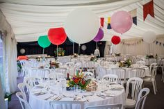 Big balloons as wedding table decoration