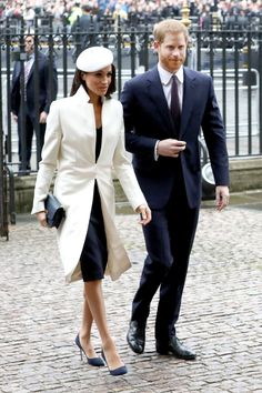 Meghan Markle Steps Out with Prince Harry for First Official Event with Queen Elizabeth II!: Photo Meghan Markle appeared for the first time at an official event with Queen Elizabeth II! The former Suits actress joined her fiancé Prince Harry and… Meghan Markle Photos, Meghan Markle Style, Amanda Wakeley, Prince William And Catherine, Prince Harry And Meghan, Cape Dress, Jacket Dress, Commonwealth, Kate Middleton