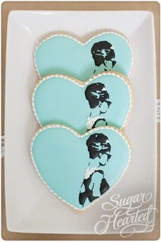 Breakfast at Tiffany's Movie Tribute Decorated Heart Sugar Cookies. These are still one of my fave sets I have ever seen! And I was lucky enough to meet the artist who did these as well! Fancy Cookies, Iced Cookies, Biscuit Cookies, Cute Cookies, Royal Icing Cookies, Yummy Cookies, Cupcake Cookies, Sugar Cookies, Birthday Cookies