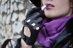 purple scarf NEO MÓDA, driver gloves JUNEK, purple lipstick from MAC