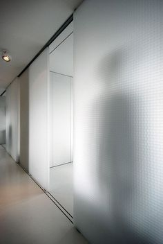 translucent walls in barbican flat UT Architects Sliding Wall, Sliding Doors, Barn Doors, Interior Architecture, Interior Design, Classical Architecture, Glass Partition, Barbican, Co Working