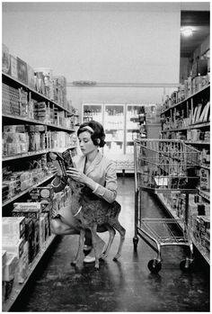 audrey shopping 1958