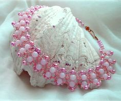 Free pattern for beaded necklace Pink Tenderness U need: seed beads bicone beads 4 mm pearl beads m Seed Bead Projects, Beading Projects, Beading Tutorials, Beading Patterns Free, Beaded Jewelry Patterns, Free Pattern, Bracelet Patterns, Beads And Wire, Pearl Beads
