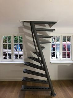 Standard Staircase, Black Staircase, Staircase Railings, Modern Staircase, Spiral Staircases, Home Stairs Design, Home Interior Design, Stair Design, Interior Architecture