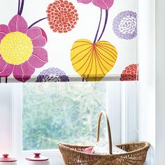 Give your kitchen a bold pattern hit with our simple roller blind Diy Blinds, Shades Blinds, Diy Roller Blinds, Roller Blinds Kitchen, Kitchen Blinds, Blinds For Windows, Curtains With Blinds, Roman Blinds, Patterned Blinds