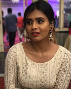 Beautiful Bollywood Actress, Beautiful Indian Actress, Hot Actresses, Indian Actresses, Kurta Designs Women, Indian Actress Hot Pics, Beautiful Women Pictures, Bridal Robes, India Beauty