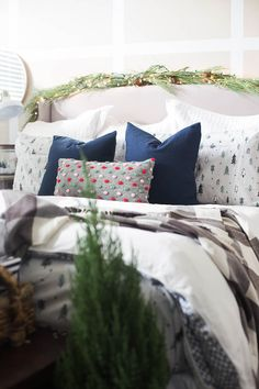 christmas home tour cozy christmas bedroom - Christmas Bedroom Decorating Ideas Pinterest