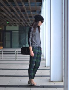 outfit check blue green trousers beanie