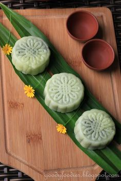 Eat Your Heart Out: Recipe: Homemade Snowskin Mooncakes with Pandan Mung Bean Paste. Happy Mid-Autumn Festival!
