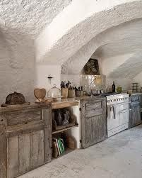 love the textured rendered walls and arches