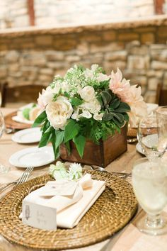 rattan charger on dinner table :: Rustic Elegant Place Setting :: Photography: Steve Steinhardt
