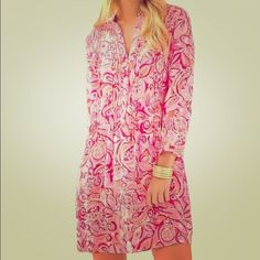 Lilly Pulitzer Sarasota tunic dress pink size XS The Sarasota Tunic Dress is a soft tunic inspired by our love for the sarasota tunic. Wear this to lunch or for a day in town - it's an easy style that can easily be dressed up or down. Lilly Pulitzer Dresses Midi