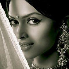Bollywood Eye Makeup Tutorial - Om Shanti Om Look