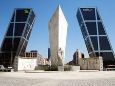 Puerta de Europa - Philip Johnson & John Burgee - Madrid, Spain