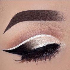 combo cut crease and eyeliner Gold Eyeliner, White Eyeshadow, Glitter Eye Makeup, Best Eyeliner, How To Apply Eyeliner, Eye Makeup Tips, Smokey Eye Makeup, Makeup Kit, Makeup Ideas