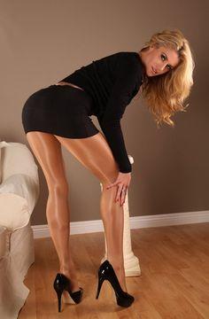 Randy & Ready; Legs For Her Handyman To Pleasure.