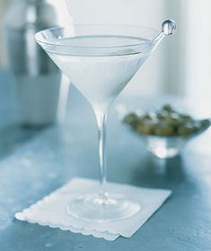 Aside from guests and food, easy drink recipes are the most important part of any party. Here, 22 cocktail recipes sure to please a crowd. (Punch recipes on tap, too. Party Drinks, Fun Drinks, Yummy Drinks, Beverages, Fun Cocktails, Best Cocktail Recipes, Martini Recipes, Perfect Martini, Girly