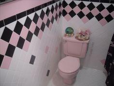 Vintage Pink And Black Bathroom | Lovely Home Spaces / Vintage pink & black bathroom.