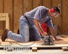 We show you out seven best tips for making smoother, straighter and more accurate cuts on big sheets of plywood. Your circular saw can cut just as well as a table saw. Circular Saw Reviews, Best Circular Saw, Types Of Plywood, Plywood Edge, Ply Wood, Serra Circular, Handyman Magazine, Rip Cut, Woodworking