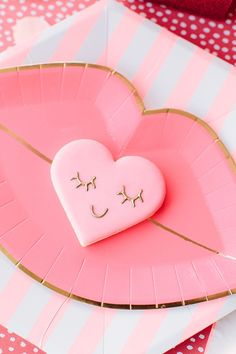 Party Planning: A Red & Pink Lip-Themed Galentine's Get Together - Lauren Conrad My Funny Valentine, Valentines Day Food, Valentine Cookies, Valentines Day Decorations, Valentine Day Crafts, Her Wallpaper, Heart Party, Diy Inspiration, Valentine's Day Diy