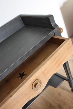 Tr s vieux meuble relook en taupe et noir peinture lib ron pour voir l 39 avant apr s c 39 est ici for Peinture a lancienne pour meuble
