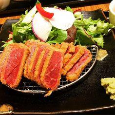 2016/11/07 00:46:45 naonao1739 新宿牛カツあおなにて。 野菜いっぱい食べれて、あっさり食べれるあおなは安定の美味しさ!😊 十五穀米のご飯もヘルシーで◎! 今日もいろいろな人に会っていろいろな話聞いてたくさんの刺激をもらいにいきましたo(`ω´ )o ごちそうさまでしたー♫ #牛カツ#肉#牛肉 #カツ #ヘルシー #ディナー #友達と #新宿 #あおな #野菜 #健康 #意識 #十五穀米 #vegetables #beef #dinner #shinjuku #meet #dericious #healthy #刺激 #出会い 牛かつ あおな 西武新宿駅前店 #健康