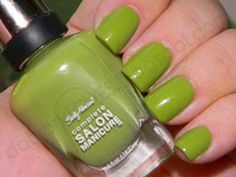 datyorkLOVES: Sally Hansen Grass Slipper 430 and Kiss Glue On Nails Review