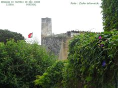 Visão externa de uma parte da muralha do Castelo de São Jorge na cidade de Lisboa. Portugal. Foto : Cida Werneck