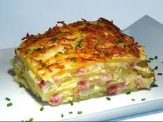 Patatas al gratén con cebolla, bacon y queso Manchego - Tax Tutorial and Ideas Potato Recipes, Vegetable Recipes, Sprout Recipes, Bacon Recipes, Queso Manchego, Bacon Pizza, Bacon Quiche, Bacon Bacon, Meat Recipes