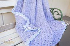 crochet baby blanket with free pattern, crochet blanket with scallop edge, free crochet pattern, gray and blue crochet baby blanket