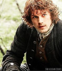 A lovely pic of Jamie Fraser to wish you a great weekend!   #samheughan #outlander #jamiefraser