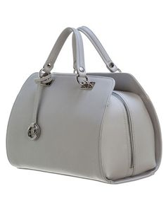 Borsa Baulet-Saffiano Grey Charming baulet style handbag in mist grey saffiano leather with a detachable shoulder strap and top zip closure. This handbag is beautifully hand crafted of high quality calfskin leather and entirely made in Italy by Gianni Altieri, a small artisan leather bag company in central Italy.