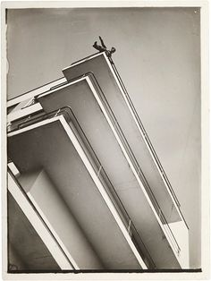 photo by painter, photographer and Bauhaus professor Laszlo Moholy-Nagy.