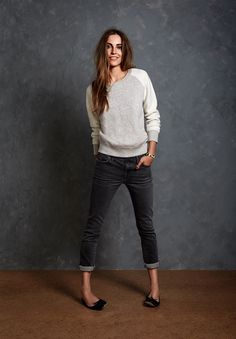 The cute flats an perfectly fitted jeans really elevate this casual look.