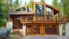 Photo 3 of 12 in Where to Stay During the 2017 Total Solar Eclipse. Browse inspirational photos of modern homes. From midcentury modern to prefab housing and renovations, these stylish spaces suit every taste. Canoe House, Teton Village, Dream Properties, Lake Cabins, Vacation Home Rentals, Prefab Homes, W 6, Luxury Home Decor, Lodges