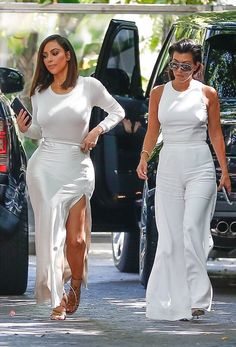 Looking chic Kim Kardashian and Kourtney Kardashian (August 2016).